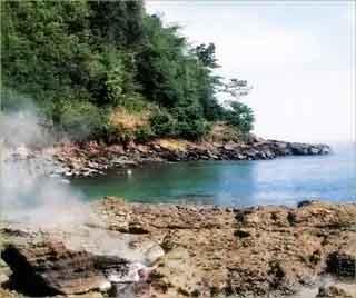 Kolam Air Panas Pantai Wartawan