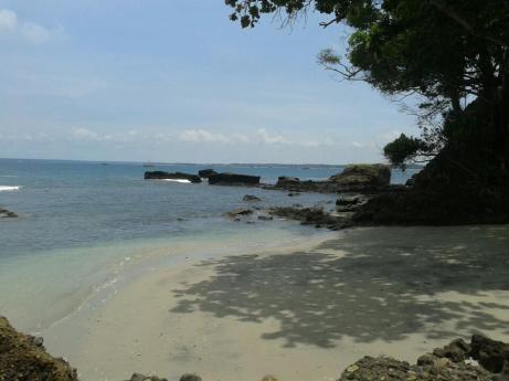 Pantai Guci Batu Kapal dan Legenda Si Pahit Lidah