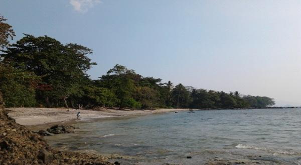 Pantai Guci Batu Kapal