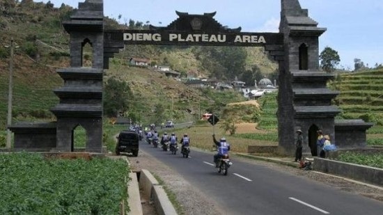 gapura-dataran-tinggi-dieng-blog-wisata-indonesia