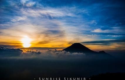 Sunrise Bukit SIkunir Dieng Jawa Tengah