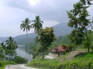 panorama danau ranau yang menawan