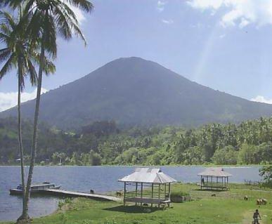 Danau Ranau dan Gunung Seminung