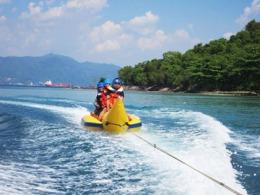 Banana Boat di Pantai Mutun