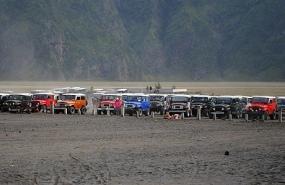 parkir Jeep bromo