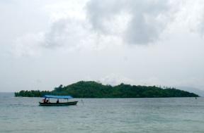 Perahu Menuju Pulau Tangkil