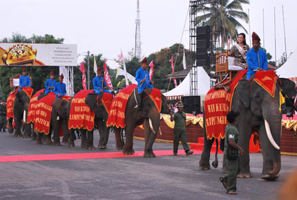 Festival Krakatau - Atraksi Gajah