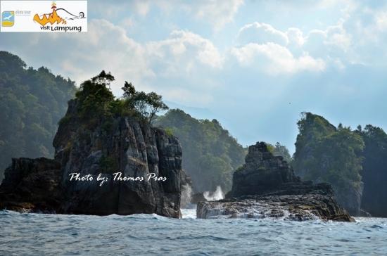 Tempat Wisata di Lampung - Batu Gigi Hiu