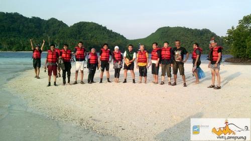 pulau kelagian lunik tempat wisata di kabupaten pesawaran lampung