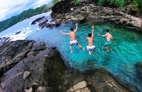 pantai-wediombo-gunungkidul-yogyakarta