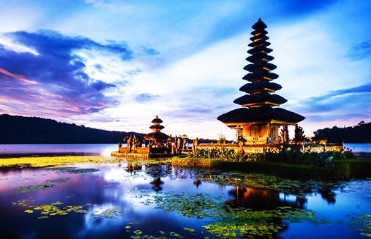 pura-ulun-danau-bratan-bali-blog-wisata-indonesia