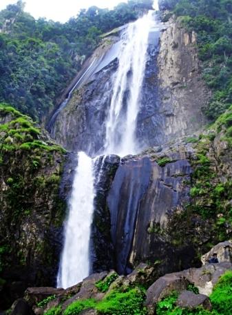 Tempat Wisata Menawan Sumatera Utara air-terjun-sigura-gura-sumatera-utara-indonesia-eloratour