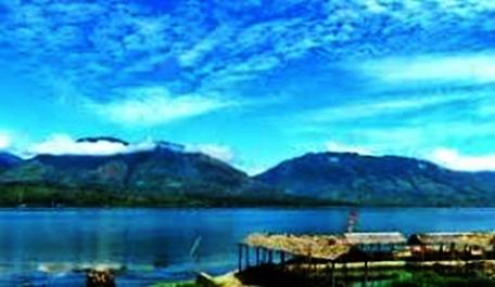 tempat-wisata-menawan-di-sumatera-barat-danau-singkarak