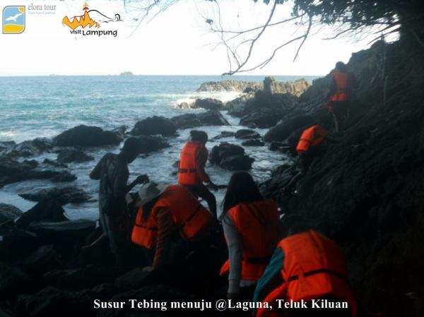 Susur Tebing Batu menuju Laguna Teluk Kiluan