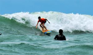 Aksi Surfer cilik Tanjung Setia