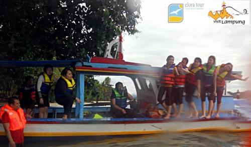 Foto model Perahu di Spot Pahawang Besar