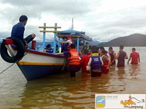 Ke Perahu menuju Pahawang Kecil