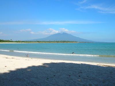 Pantai Sapenan di Desa Merak Belatung