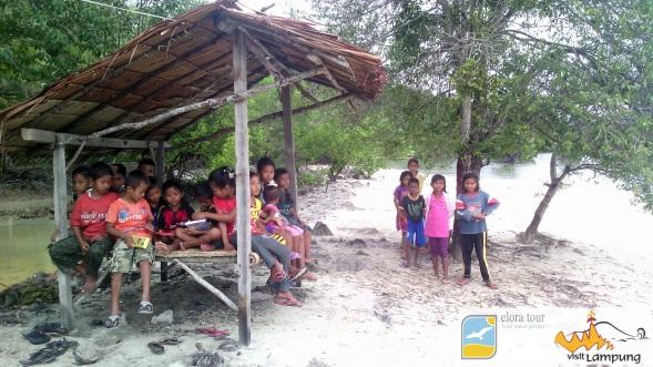 sosio ekowisata di pulau pahawang