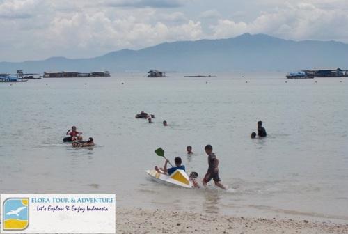 Pantai Sari Ringgung - Permainan anak.2