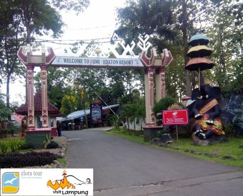 Bumi Kedaton Resort, Gerbang