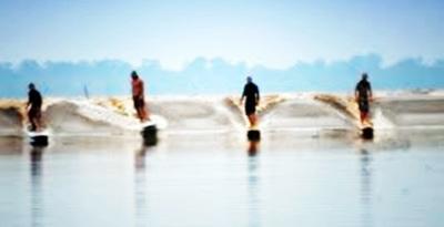 Surfing di Ombak Bono di Sungai kampar, Riau