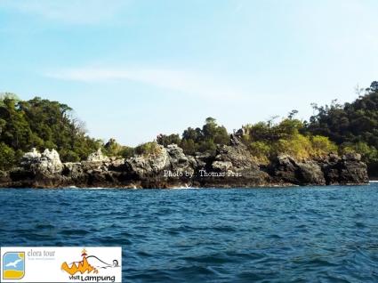 Batu Candi Teluk Kiluan Elora Tour