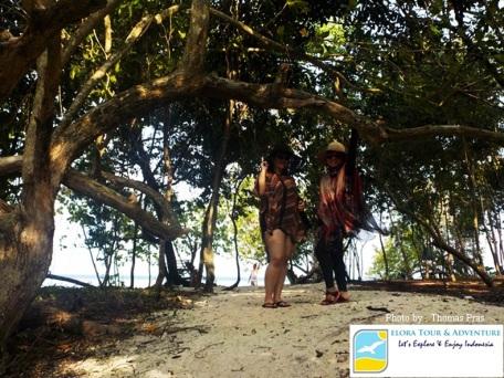 di Tengah Pulau Kelagian Lunik Eloratour