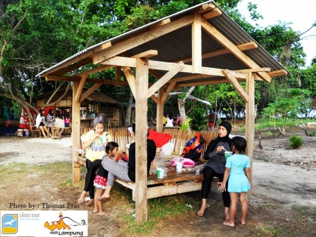 Gubuk untuk Wisatawan Pulau Kelagian Lunik