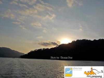 eloratour Sunrise Pulau Kelapa