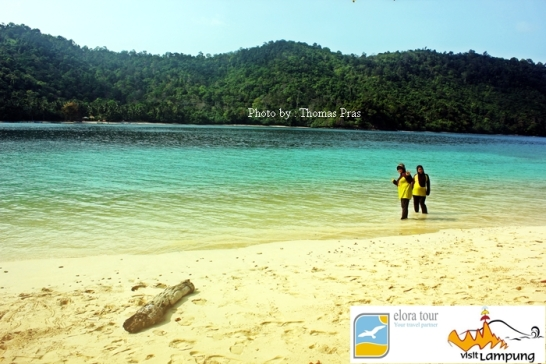 Panorama Pulau Kelapa gili trawangannya lampung