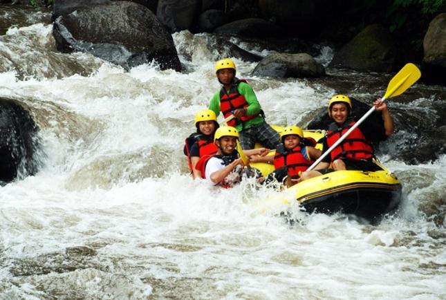 Arung Jeram di Sungai Aer Berau Bengkulu eloratour
