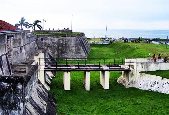 Benteng Marlborough Bengkulu eloratour