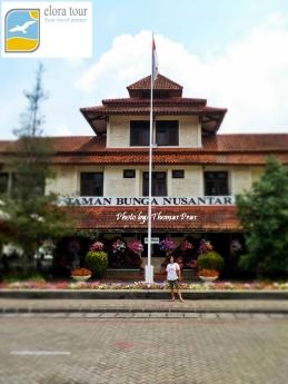 Gedung Taman Bunga Nusantara eloratour