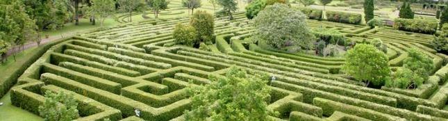 Taman Labirin eloratour