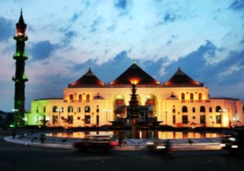 Masjid Agung Sultan Mahmud Badaruddin eloratour