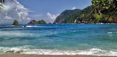 Pantai Bandealit Jawa Timur eloratour