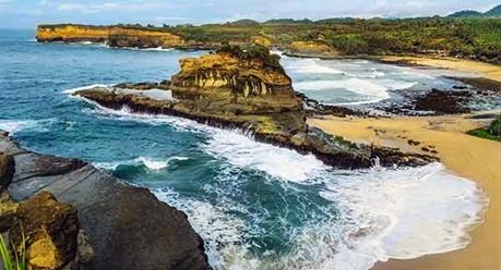 Pantai Klayar Jawa Timur eloratour