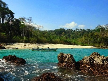 Pantai Rajegwesi Jawa Timur eloratour