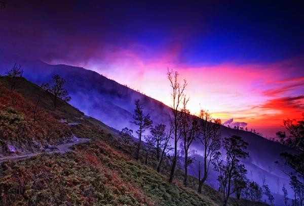 tempat-wisata-menawan-di-jawa-timur- gunung ijen