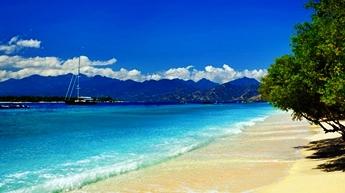 Pantai Senggigi di nusa tenggara barat