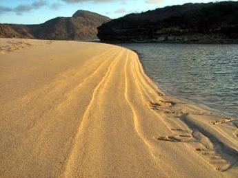 Pantai Yoyo Sumbawa nusa tenggara barat