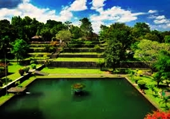 Taman Narmada di nusa tenggara barat