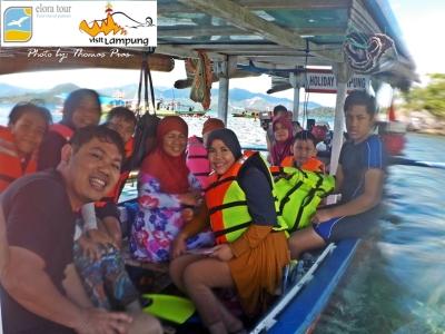 Wisata Keluarga Asyiknya Snorkeling di Pahawang Lampung