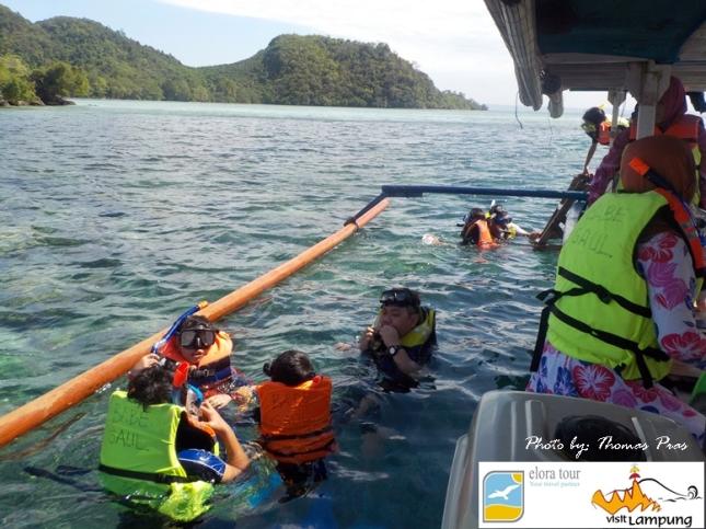 Wisata keluarga Snorkeling di Kelagian Lunik eloratour