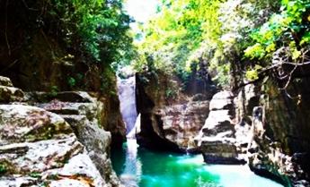 Air Terjun Cunca Wulang, Flores, NTT. eloratour