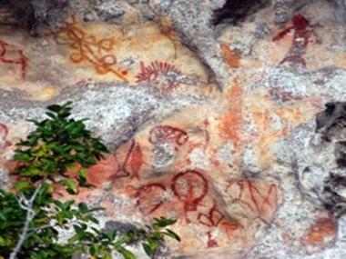 lukisan tebing mai-mai papua Barat eloratour