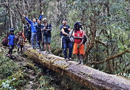 desa-ugimba-di-provinsi-papua-eloratour