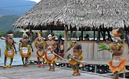 penari-kampung-wisata-asei-pulau-eloratour