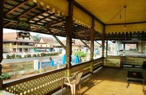 arsitektur-rumah-adat-desa-wana-lampung-timur